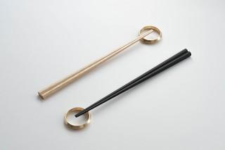 ニューワールド、真鍮製箸置きと八角形の箸セットを発売