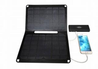 スマホやモバイルバッテリーを2台同時充電できる「二つ折り太陽電池パネル」発売