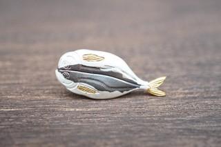 ヴィレヴァン、伝統的な装飾金具の技術で仕上げた「魚のピンズ」を販売開始