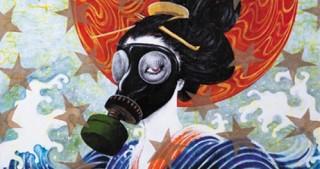 女性の肌に直接筆を走らせるアートワークを手掛けている東學氏の出版記念展が開催