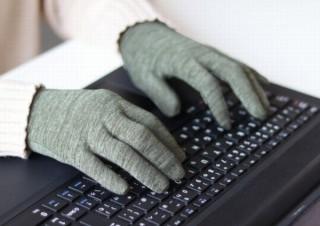 換気で寒い室内でも指先フィットでパソコン作業がしやすい「屋内作業用手袋」
