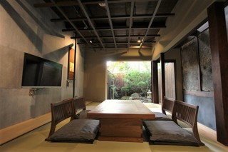 京都市内の各所で展開されている宿泊施設の「京町家の宿」が新しいロゴマークの公募を実施