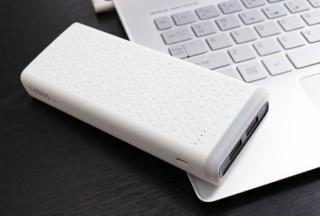 ミスターカード、LEDライトを搭載したモバイルバッテリーを2モデル発売