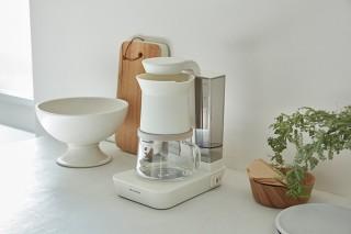 ウィナーズ、雨のようにお湯をそそいで抽出する仕組みの「レインドリップコーヒーメーカー」を発売