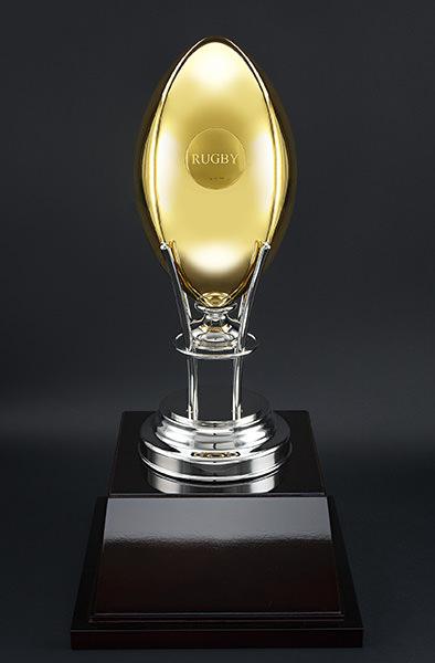 K24 ラグビーボール(5号球サイズ) 高さ約29cm / 外周約61cm / 重さ約2,800g 税込3888万円(2016年7月13日時点での価格)