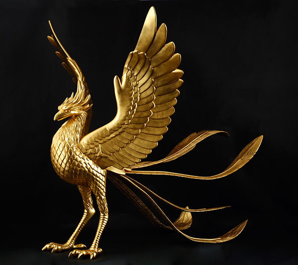 特別展示品の「黄金の鳳凰」(全長約2m)