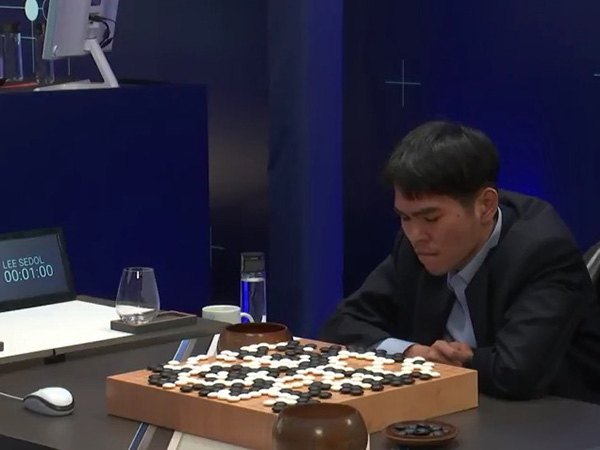 イ・セドル投了直後のシーン Match 5 - Google DeepMind Challenge Match: Lee Sedol vs AlphaGoより