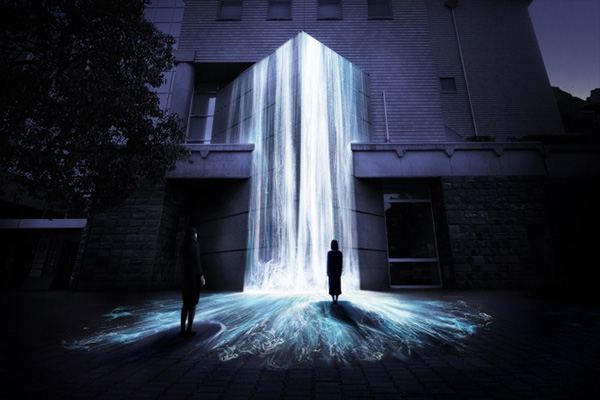 「文化の森に憑依する滝 / Universe of Water Particles on Bunkanomori Park」 teamLab, 2017, Interactive Digital Installation, 10000(幅)×10500(高さ)×5000(奥行)mm