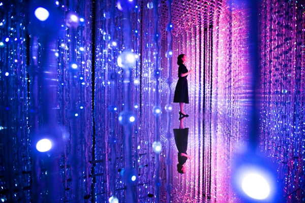 「クリスタルユニバース / Crystal Universe」 teamLab, 2015, Interactive Installation of Light Sculpture, LED, Endless, Sound: teamLab